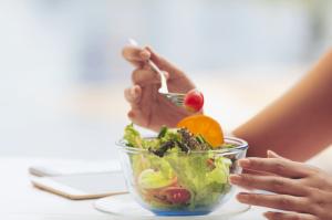 diyet yapanlarin yeni yil sofrasindan mutlu kalkmasi icin 10 oneri