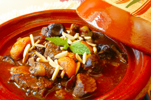 ramazanda eti meyveyle tuketmenin en guzel yolu kayisili et yemegi