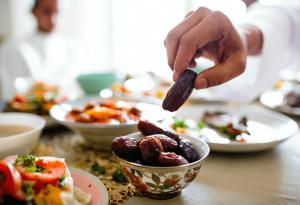 ramazanda iftar sofralarindan saglikli kalkmak istiyorsaniz bu besinlerden uzak durun