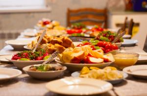 renkli ve saglikli ramazan sofrasi