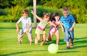 cocugunuzun okula uyum saglamasini istiyorsaniz oyun oynamasina izin verin